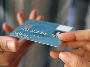 banki chętnie oferują karty kredytowe